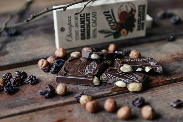 Organic Chocolate with Hazelnut and Raisins 80%